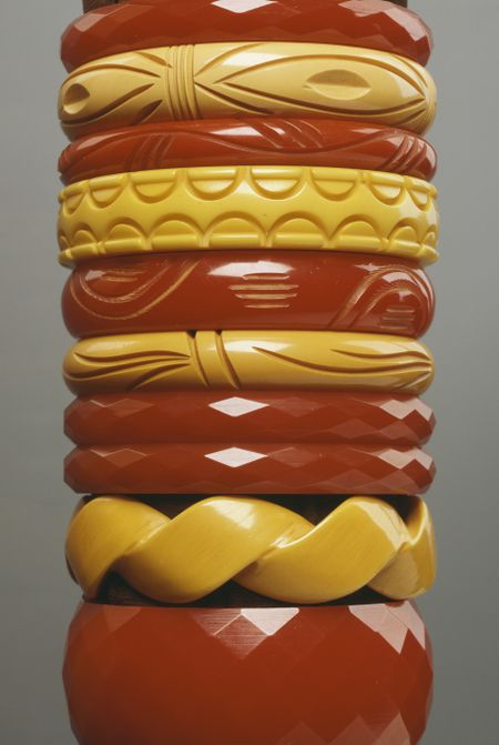 Vintage Bakelite Jewelry Definition