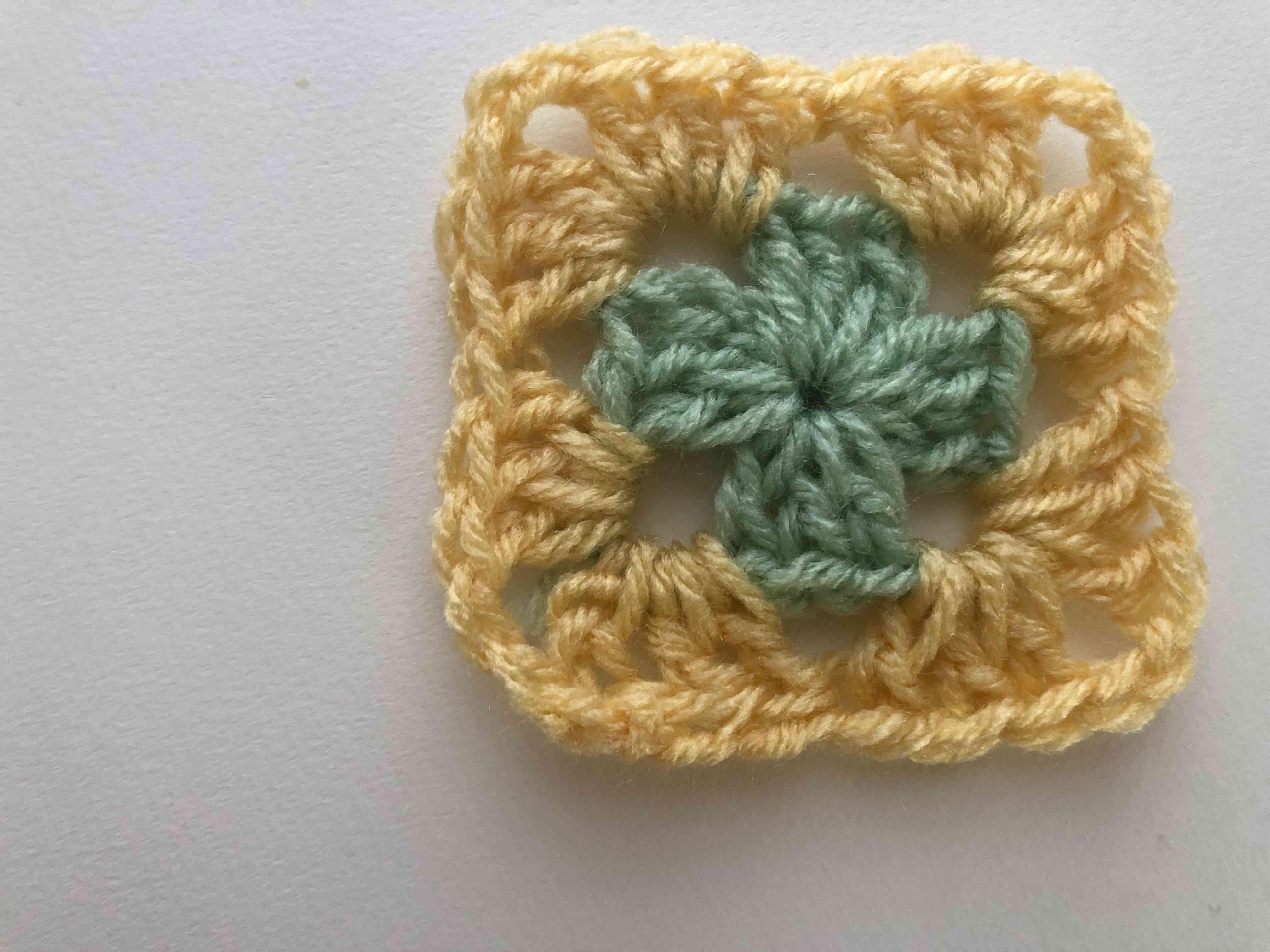 2 round crochet granny square