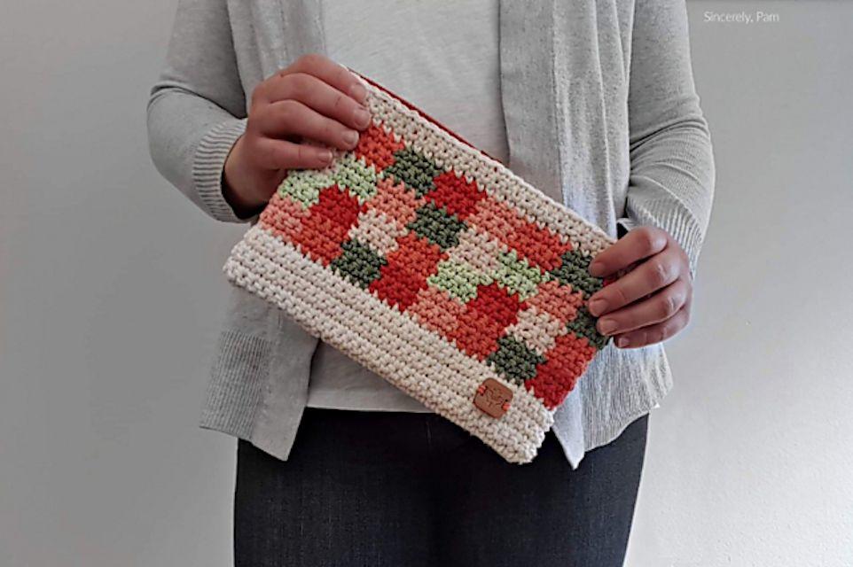 Tapestry Crochet Clutch Free Pattern