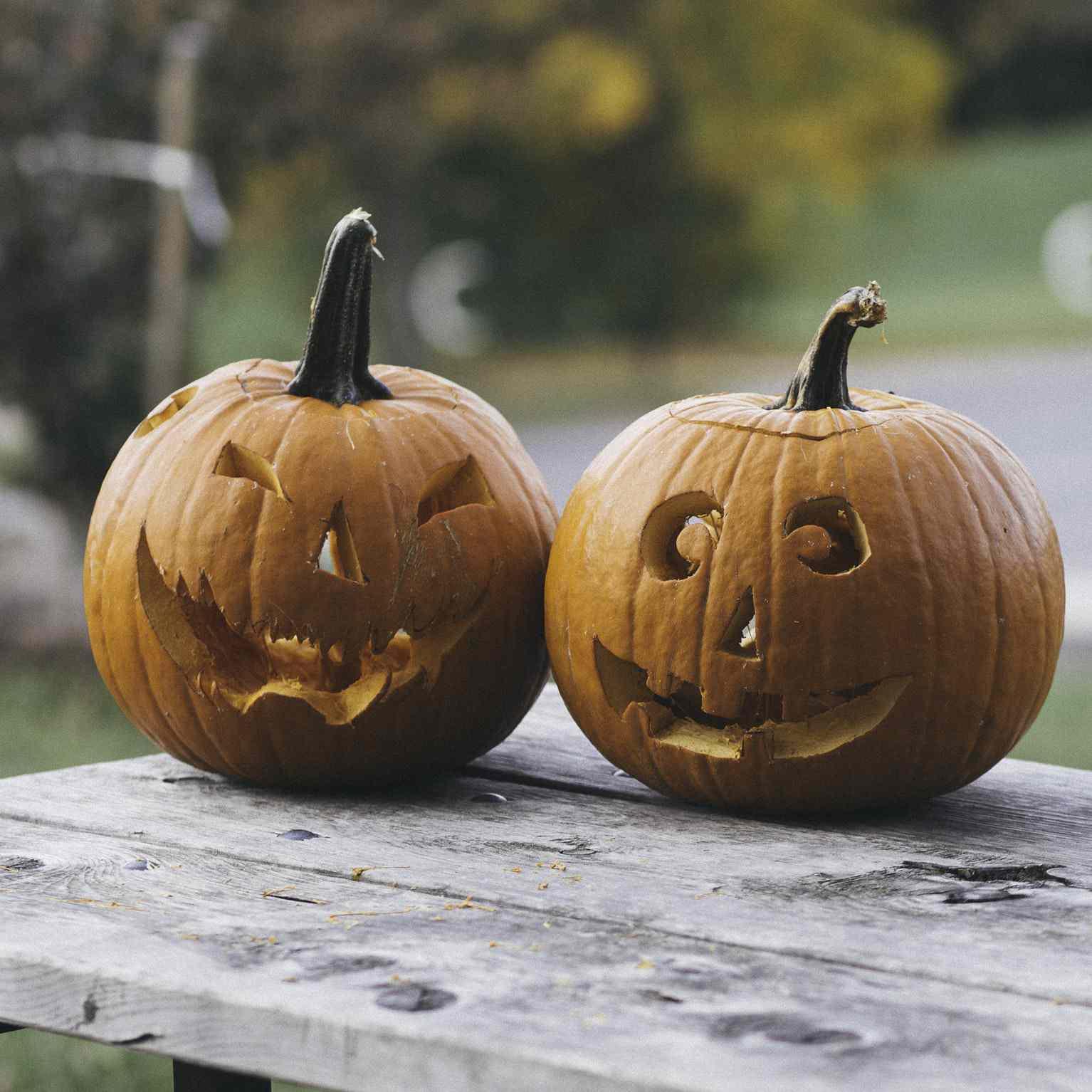 laughing pumpkin jackolantern carving