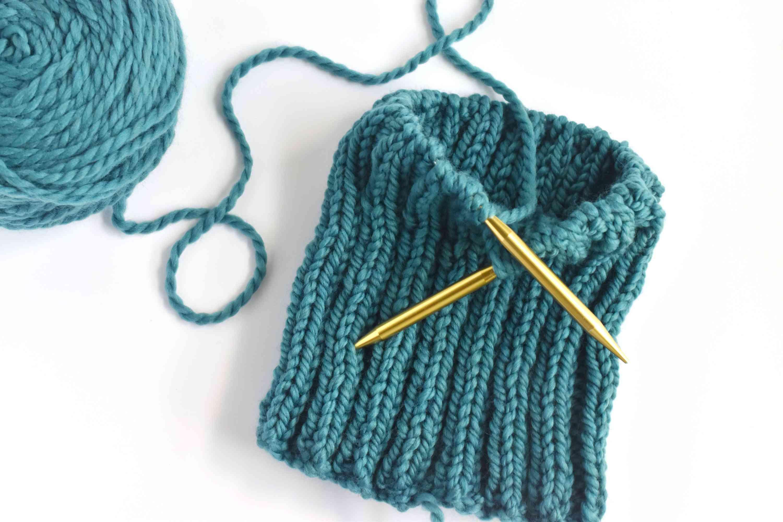 Knitting a ribbed hat on circular needles