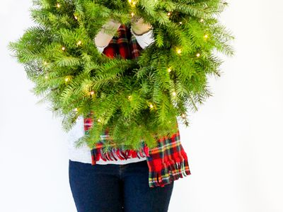 the ultimate diy christmas wreath roundup christmas crafts