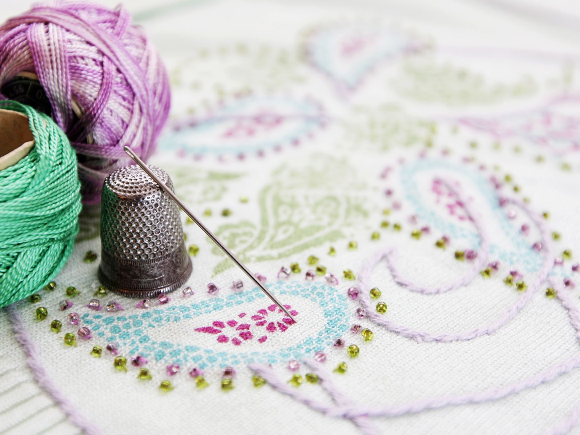Fabric /• Paper /• Thread 26 Projects to Sew /& Embellish /• 25 Embroidery Stitches