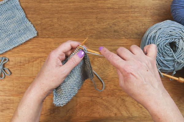 The Purl Stitch in English Style
