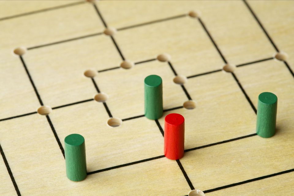Nine men's morris with game pieces