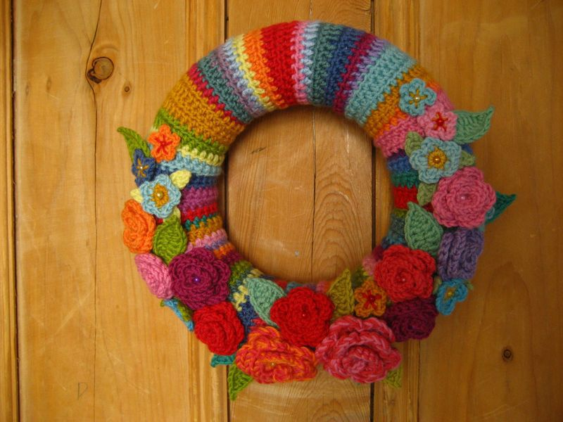 Roses are a perfect choice for a spring crochet wreath