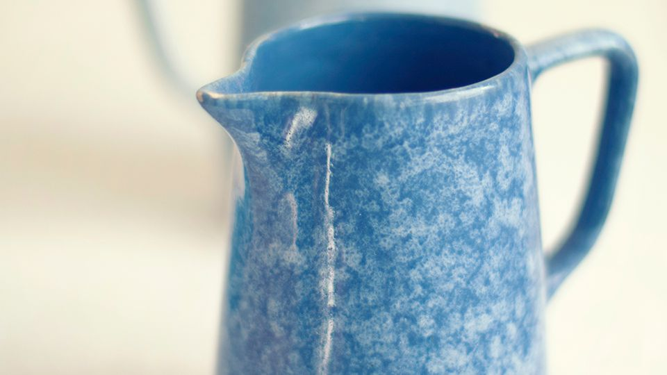 How to Decorate Ceramics with Sponges