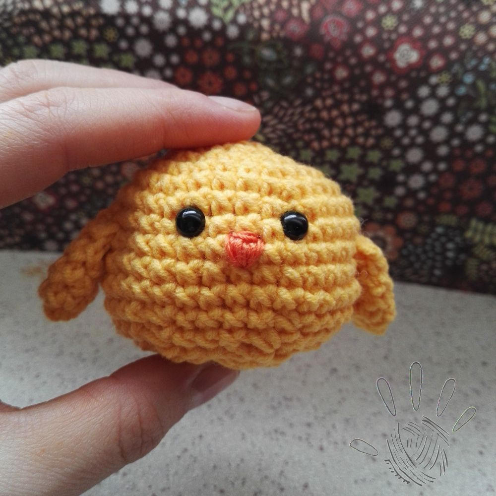 simple crochet Easter chick