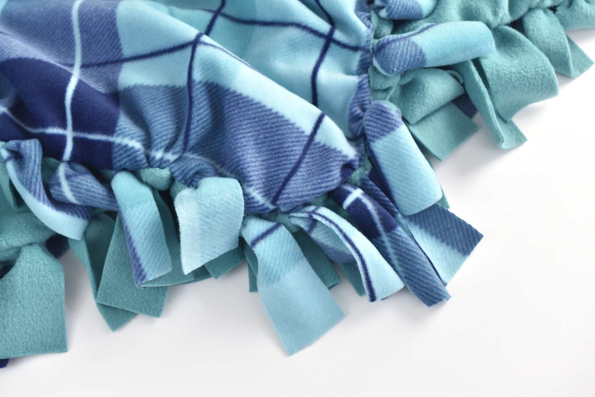 5fbddae0e0 How to Make a Fleece Tie Blanket